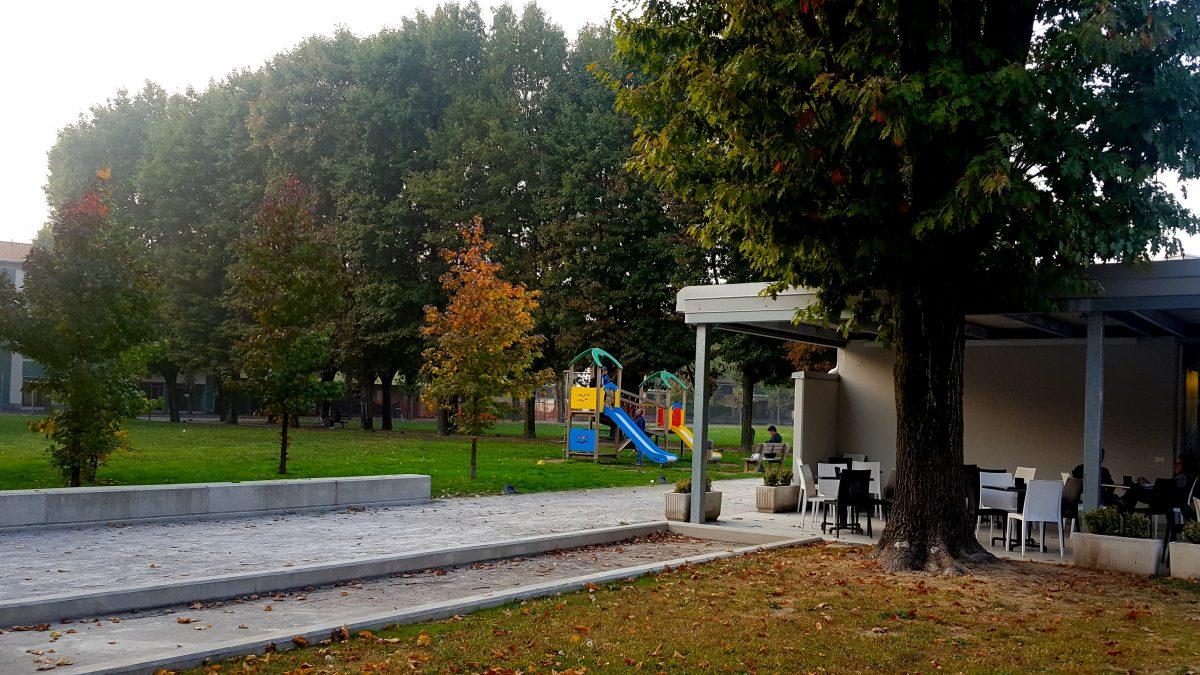 Piccolo parco giochi fuori dal Garden Bistrot